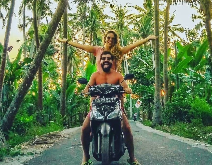 For solo traveler, we offer tour island by motorbike including driver